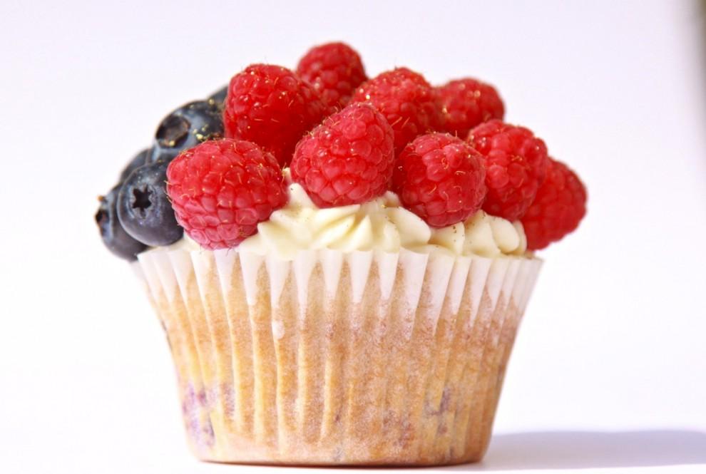 Delicious Berry Cupcake Recipe