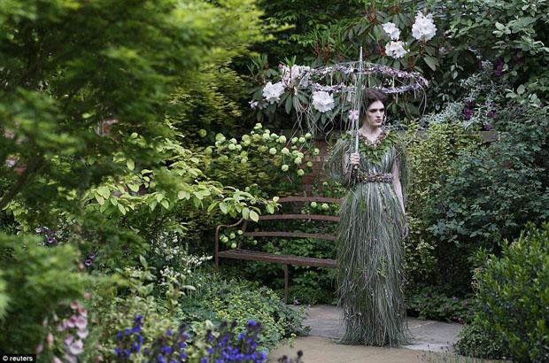 zita elze dress chelsea flower show