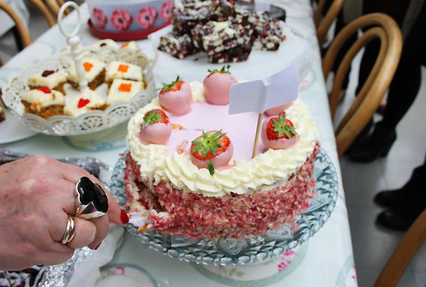 pink bake off 4