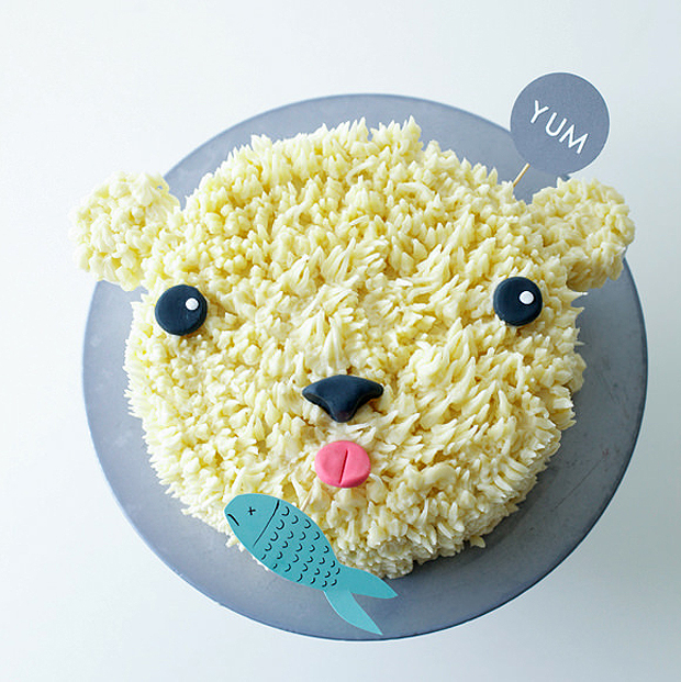 DIY-polar-bear-cake