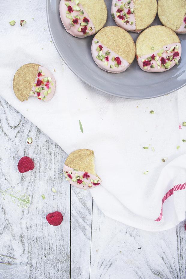 dipped berry & pistachio shortbread
