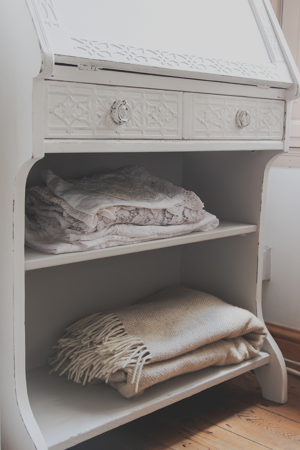 jodie 39 s bureau makeover laura ashley blog. Black Bedroom Furniture Sets. Home Design Ideas