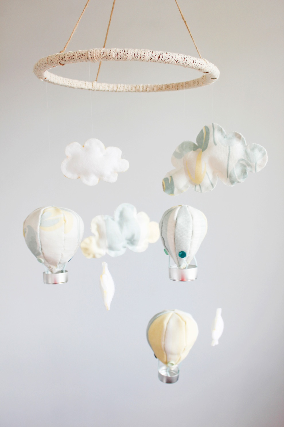 Hot-air-balloons-and-clouds-baby-mobile-DIY---Beak-Up-Crafts copy
