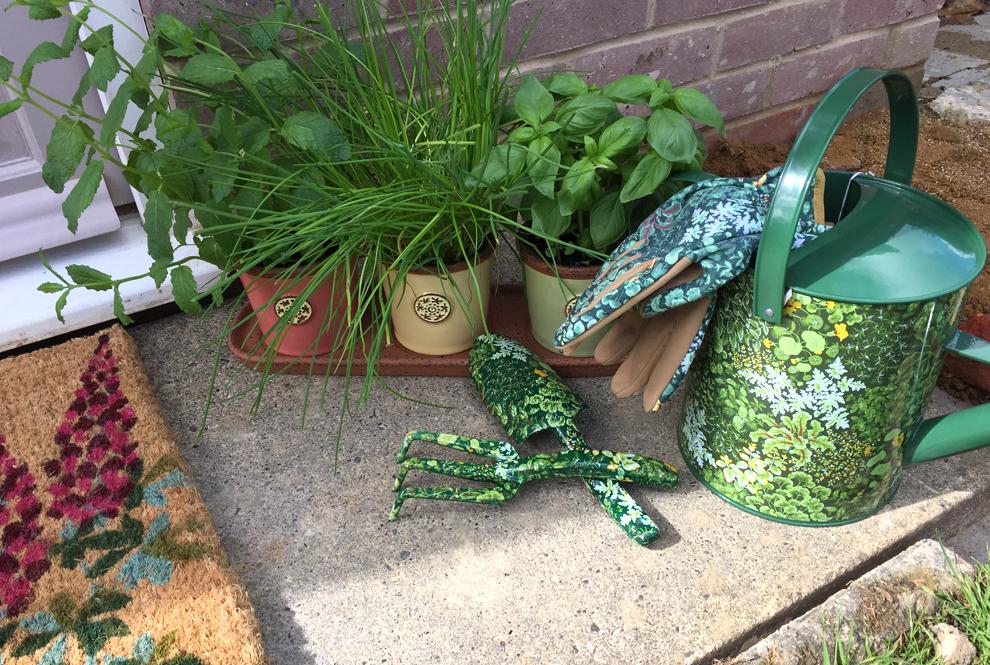 Glam Rosie Garden Accessories