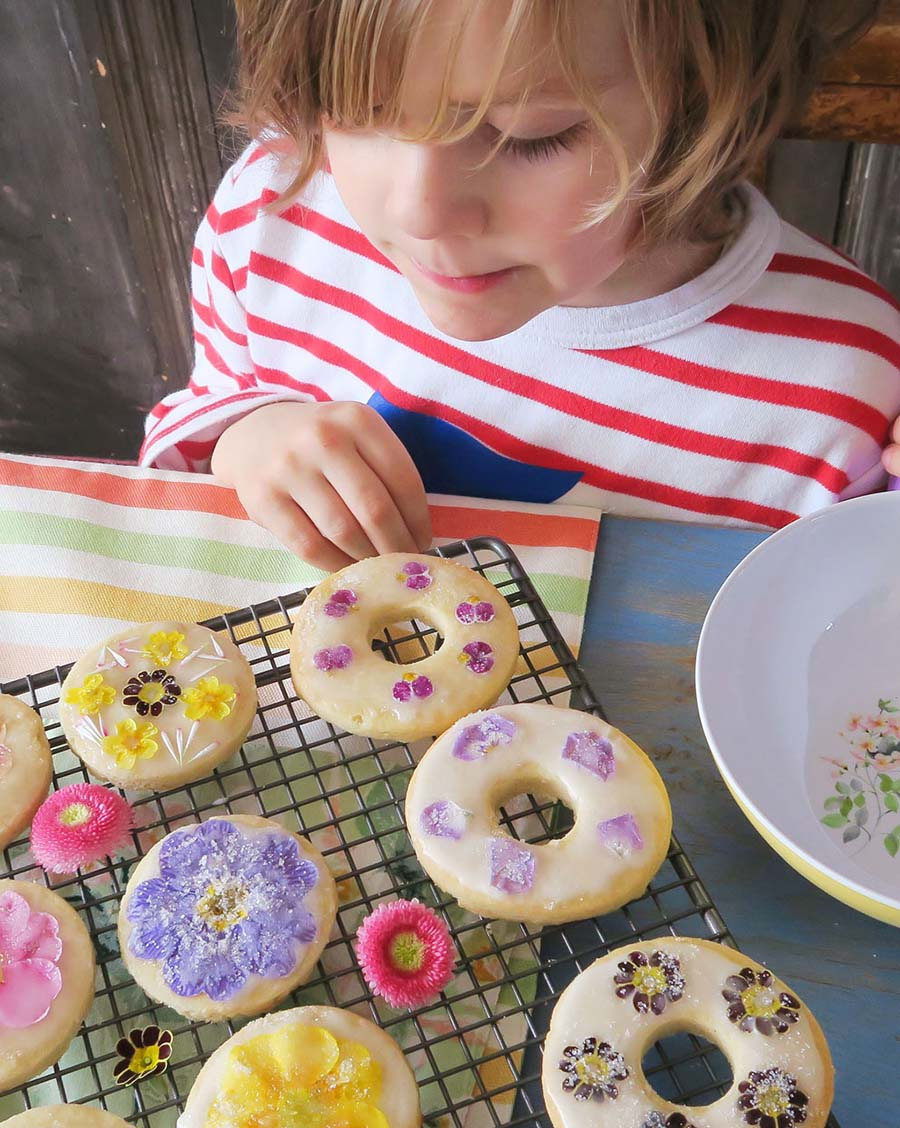 012_Laura_Ashley_Spring_Florals_Biscuits_On_Rack_Bertie