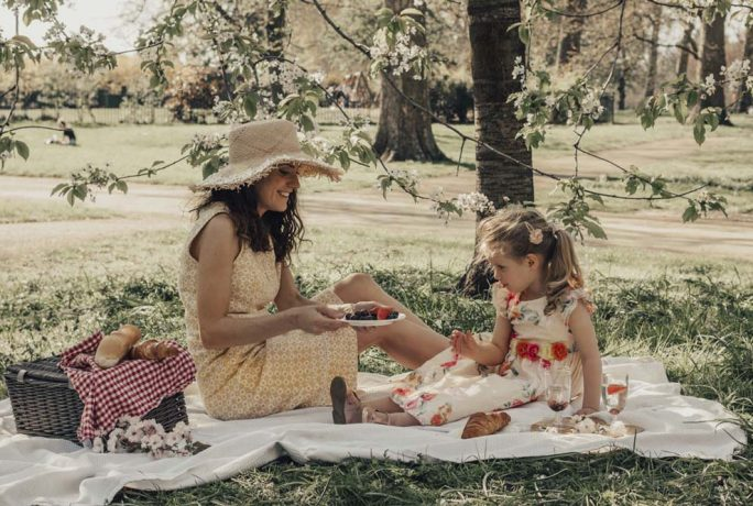 Sara And Catherine's Tales Picnic Perfection With Sara And Catherine Fashion