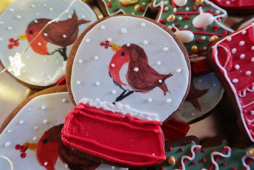 Snow-Globe-Cookies-Robin