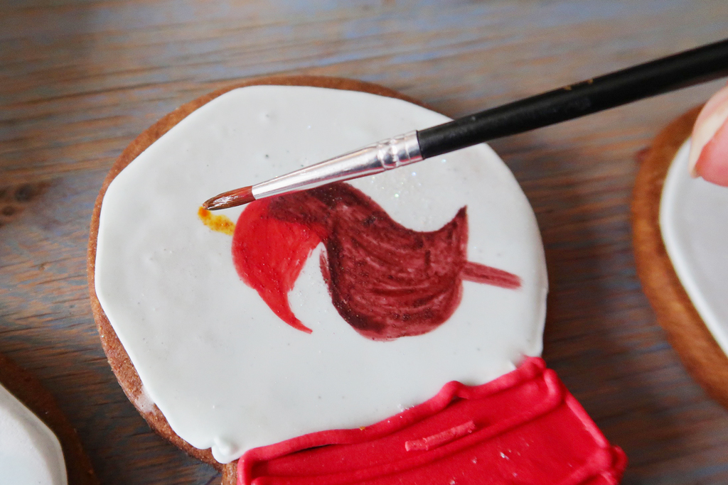 Snow-Globe-Cookies-handpainting-the-beak