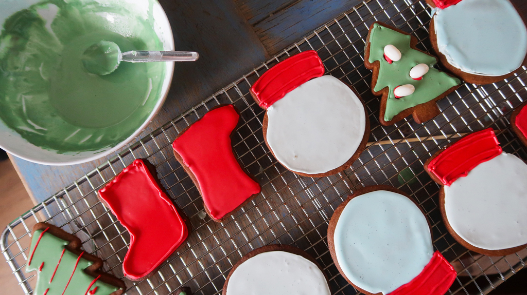 Snow-Globe-Cookies-icing-cookies-on-tray