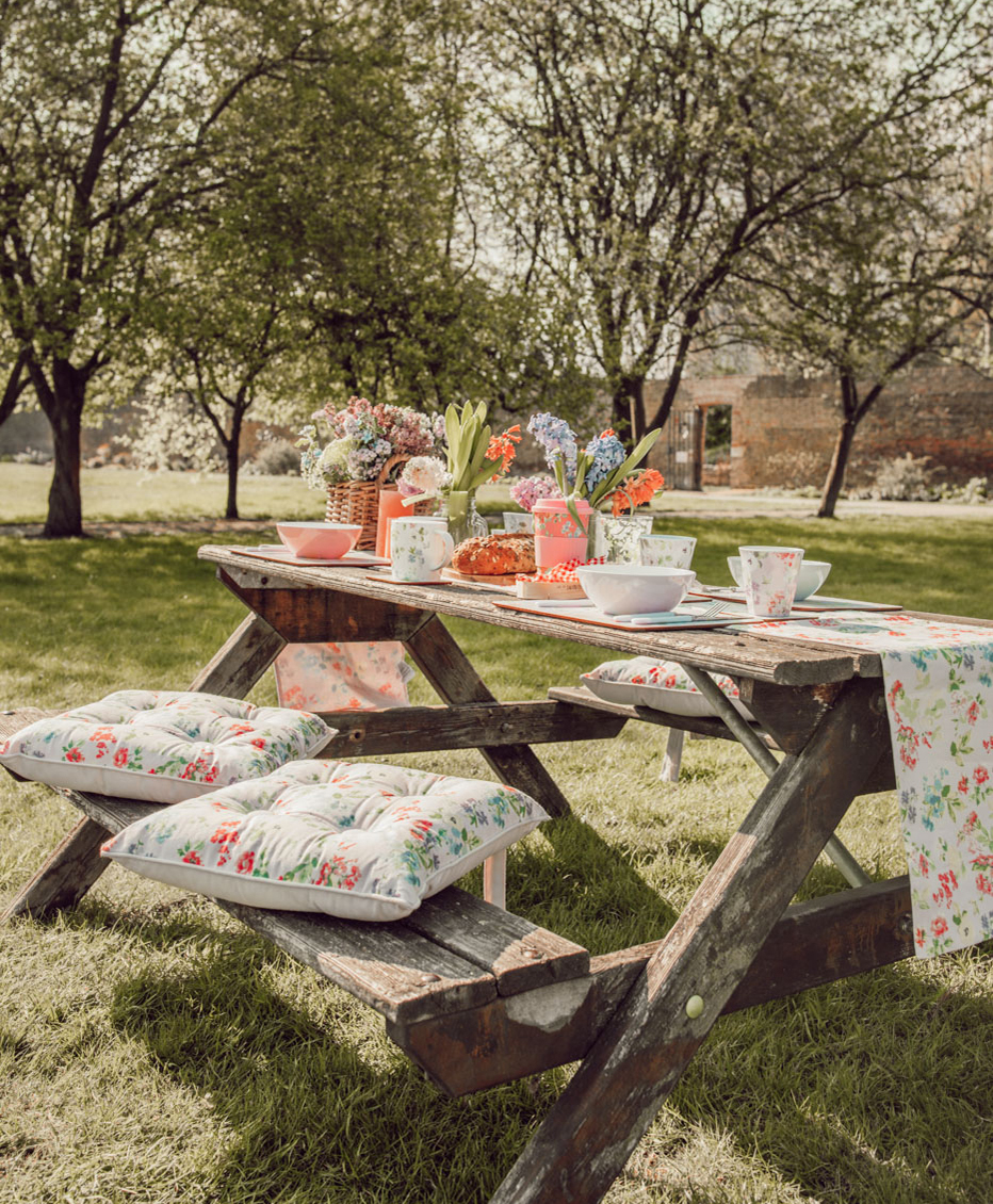 How to Style the Perfect Spring Picnic