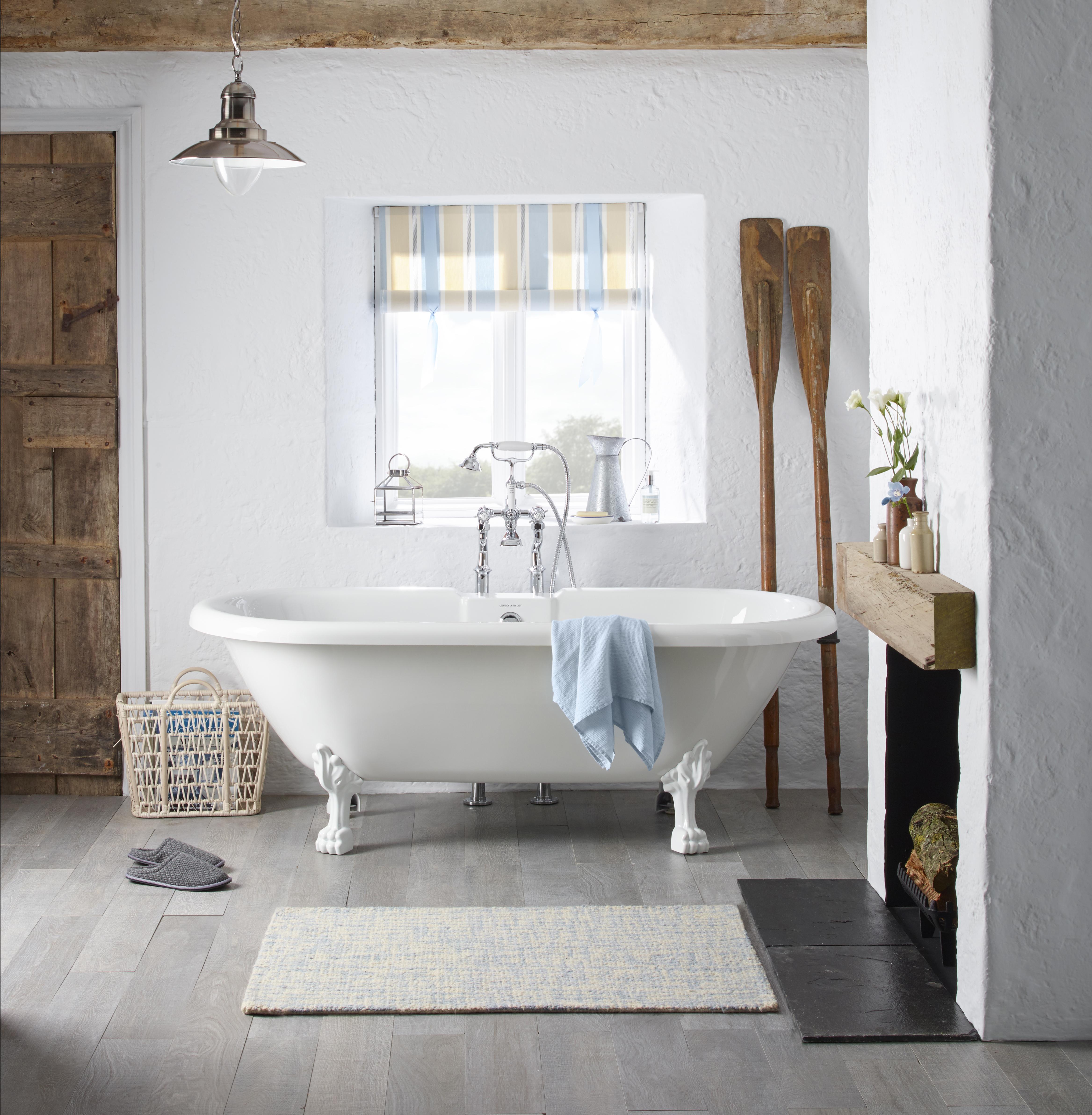 Fairfield double ended roll top bath tub blue flower_LIFESTYLE