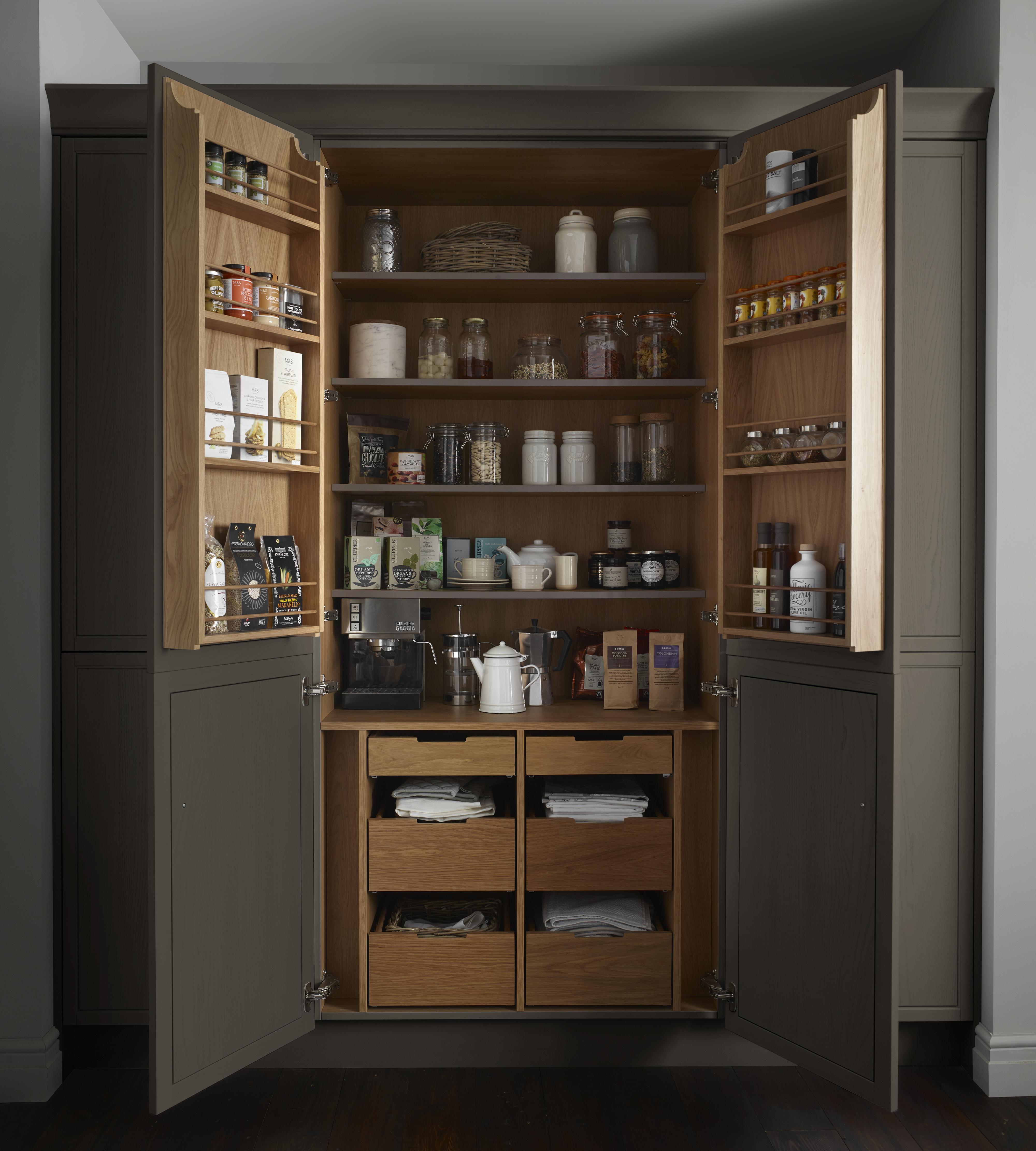 Harbury Kitchen Cameo 4 butler's pantry
