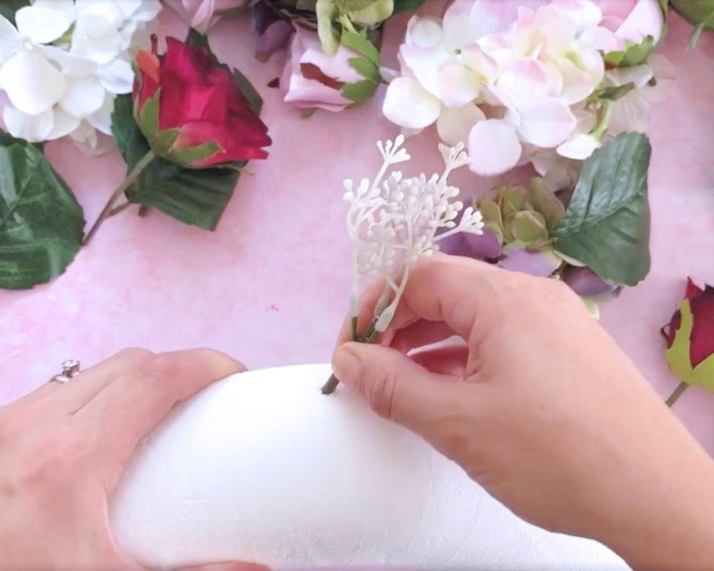 Make-a-Silk-Flower-Wreath-creating-the-hole