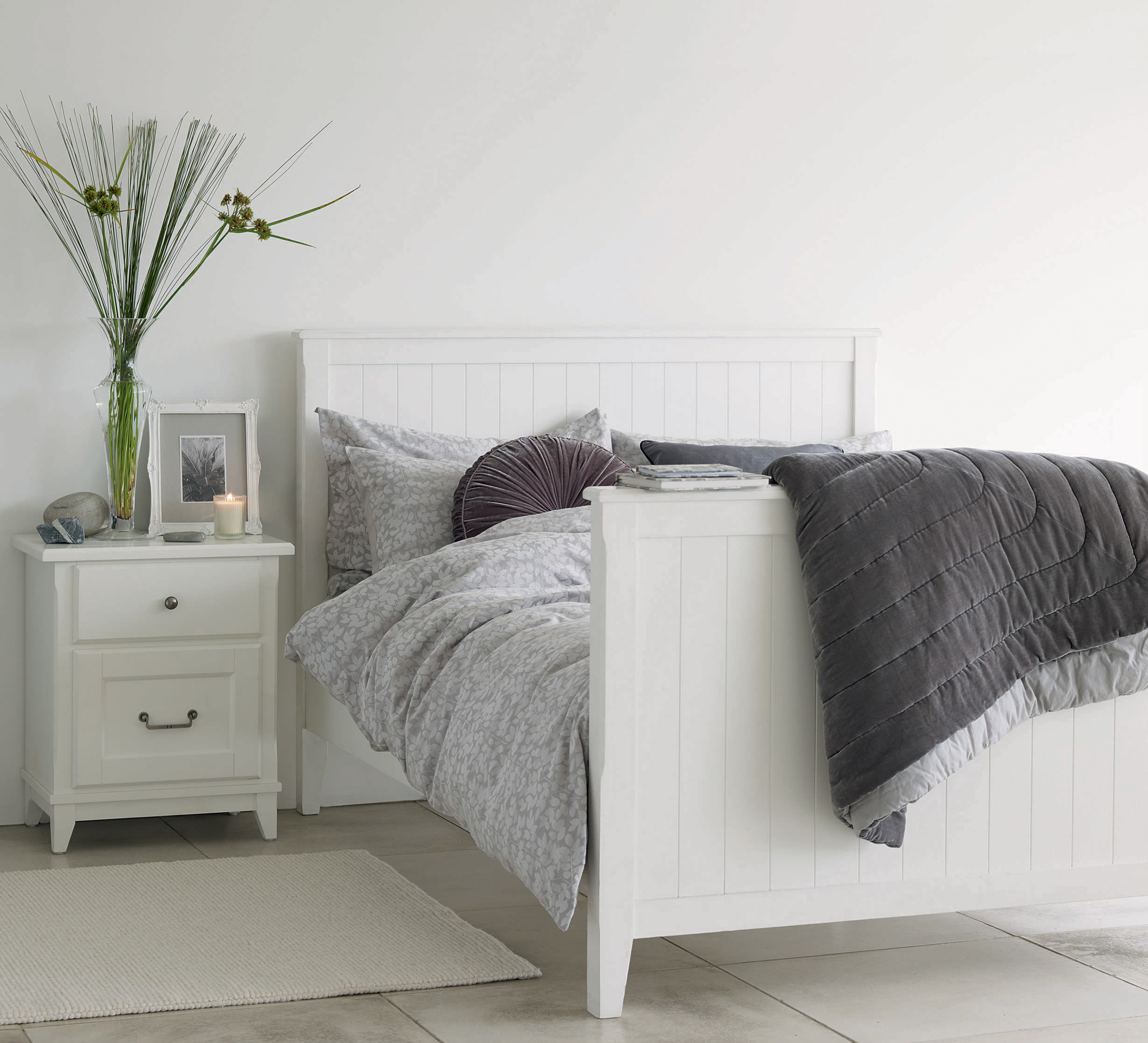 Tips for choosing the perfect bed-frame for your bedroom