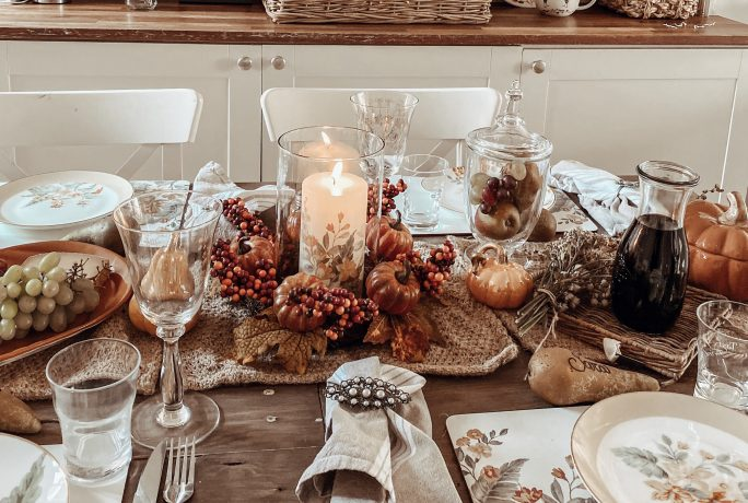 How create a beautiful autumnal table display