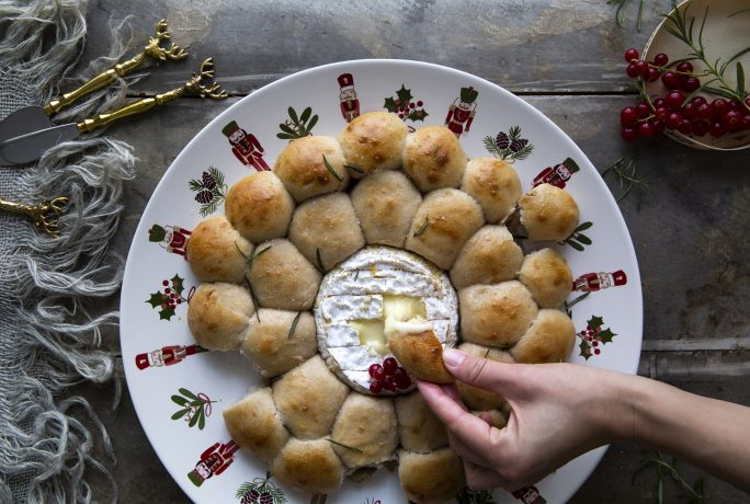 Garlic & Chestnut filled bread wreath with Camembert