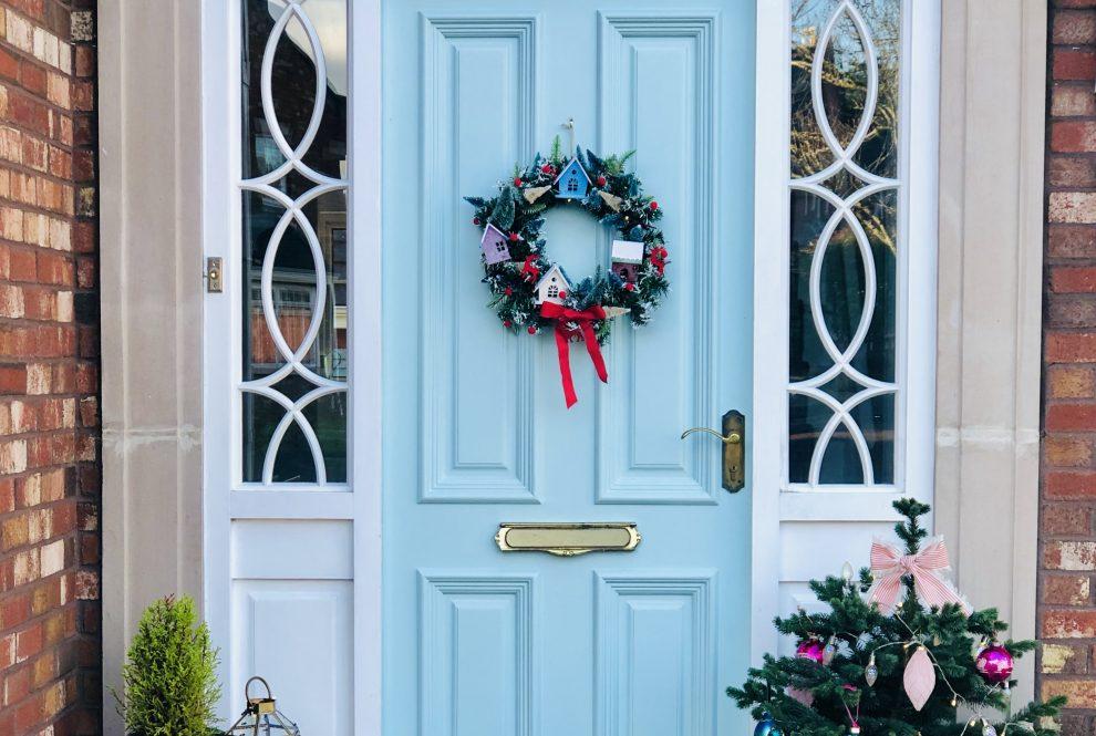 How to create a stunning Christmas door display
