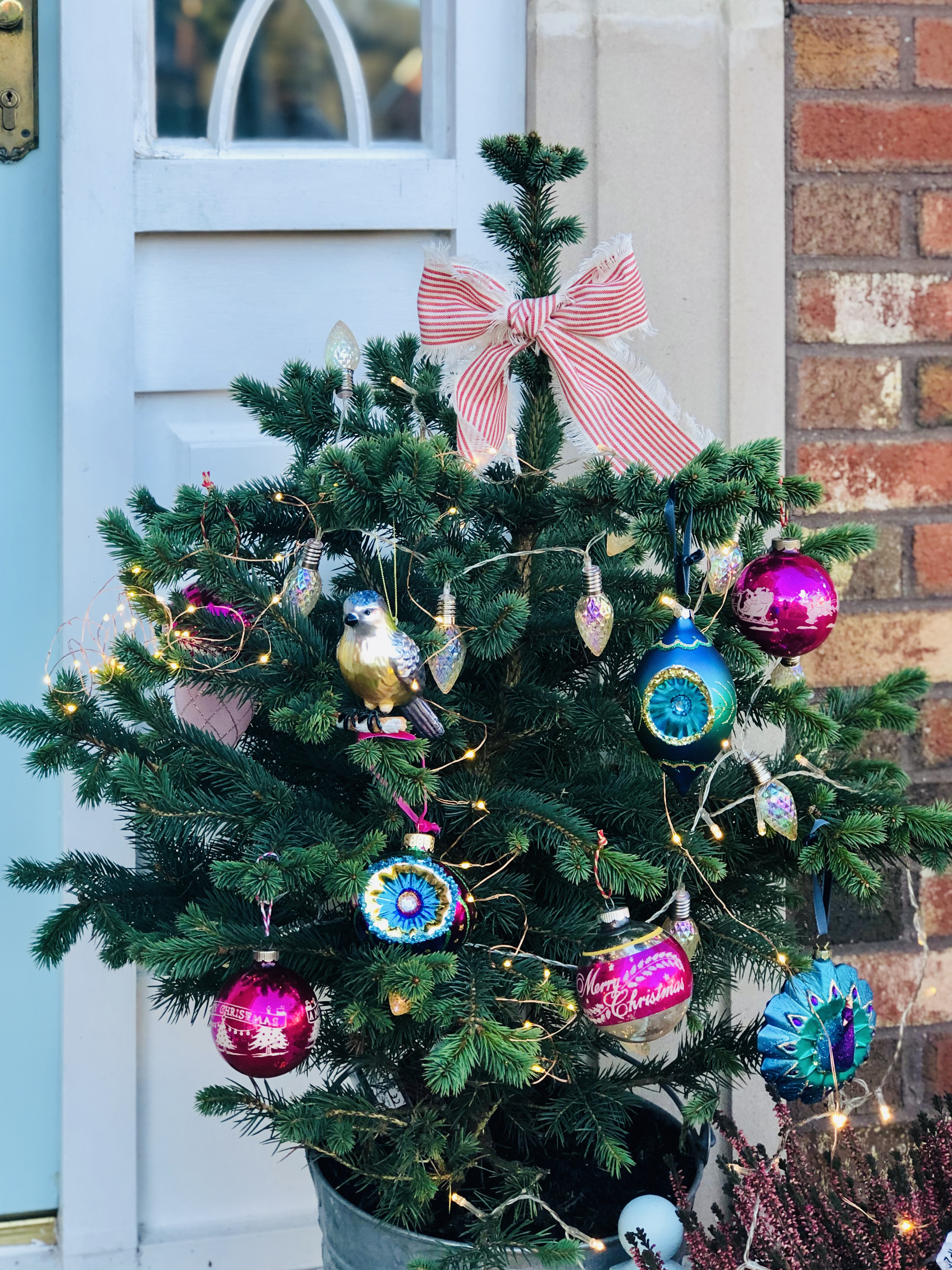 How To Create A Stunning Christmas Door Display Laura