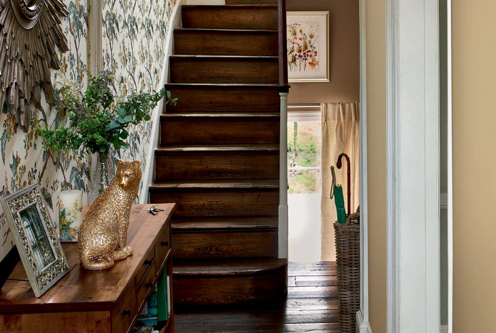 How to create a welcoming Hallway